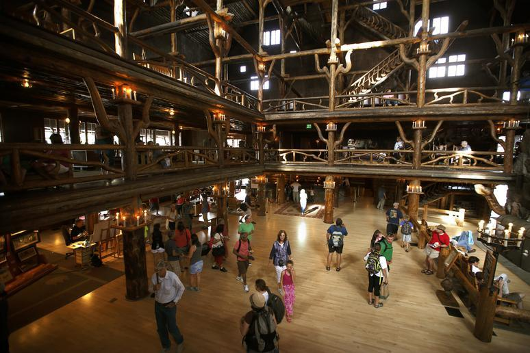 Wyoming: The largest log structure in the world