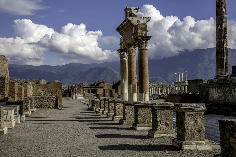 Walk through the ruins of Pompeii