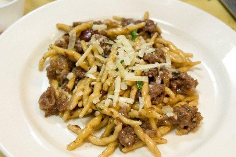 Strozzapreti With Sausage, Grapes, and Red Wine