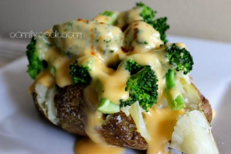 Loaded Baked Potatoes With Broccoli and Cheese