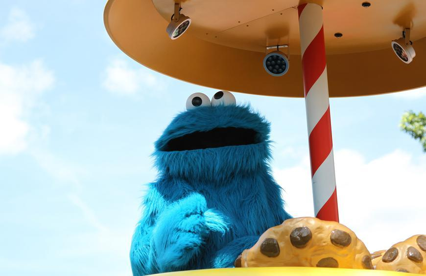 Cookie Monster Shades Oscar the Grouch in New Reddit AMA