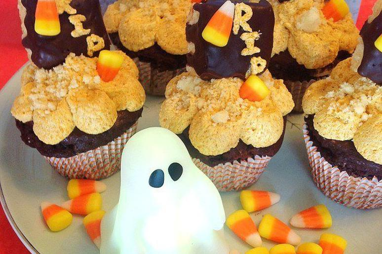 """""""R.I.P. Diet"""" Cookies and Chocolate Cupcakes With Pumpkin Frosting"""