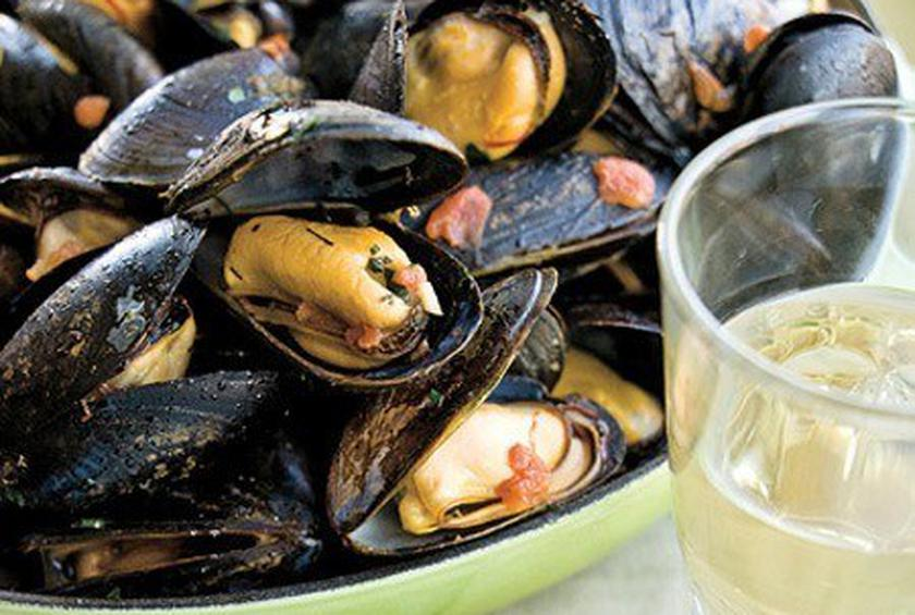 Eric Ripert's Mussels with Tomato-Saffron Butter