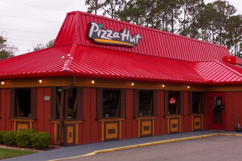 """The """"Red Roof"""" Pizza Huts Are Today a Rare Find"""