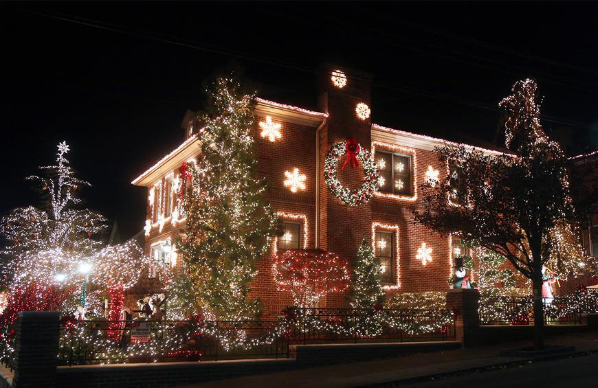 Professional Christmas Light Installation In Victoria