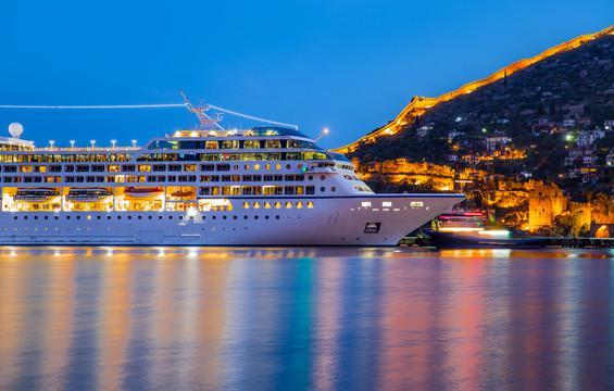 The Best Celebrity Chef Restaurants On Cruise Ships