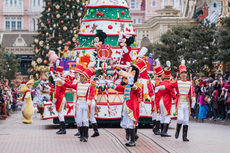 13 Disney Christmas travel tips