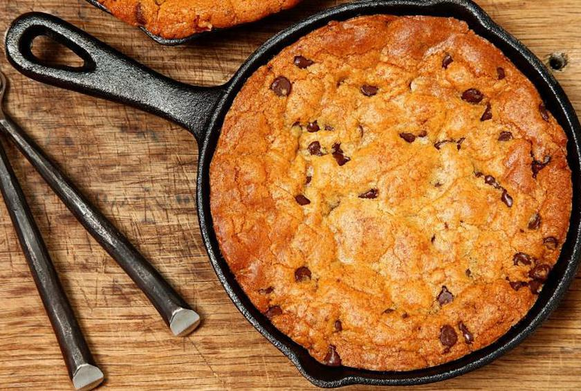 Giant Gooey Skillet Chocolate Chip Cookie