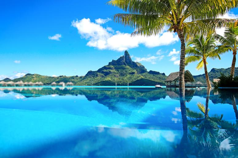 Surreal Places With the Clearest, Bluest Water on the Planet