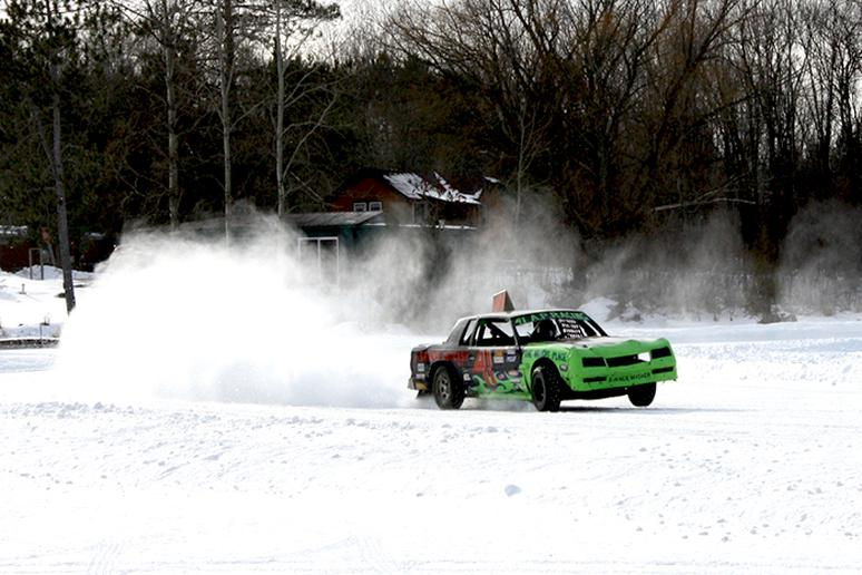 Automobile Ice Racing