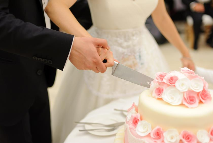 when should i cut the wedding cake smashed in transit from 15 worst wedding cake disasters 27115
