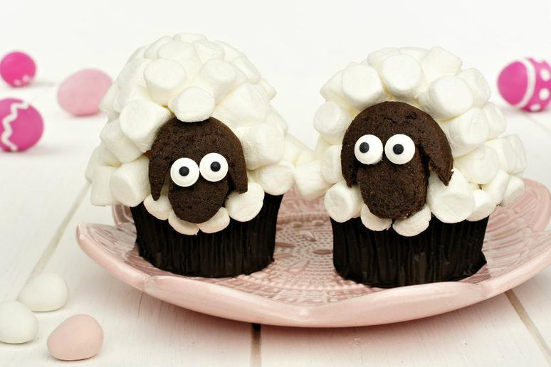 Flock of Sheep Cupcake