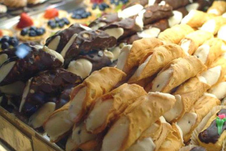 Bakery Plans to Make World's Largest Cannoli at 350 Pounds
