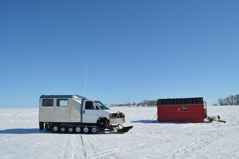 Minnesota: Ice Fishing in the Lake of the Woods (Lake of the Woods)