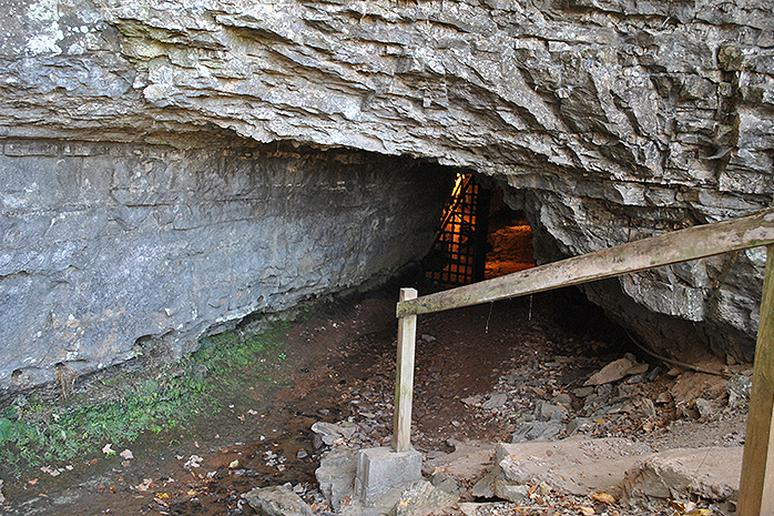 Bell Witch Cave, Tennessee