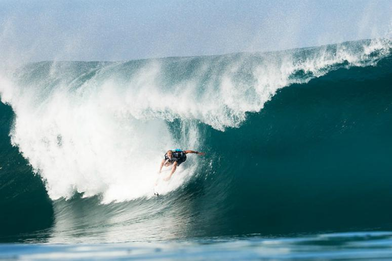 4c18e46e36 Mick Fanning Wins 2013 Surfing Title - The Active Times