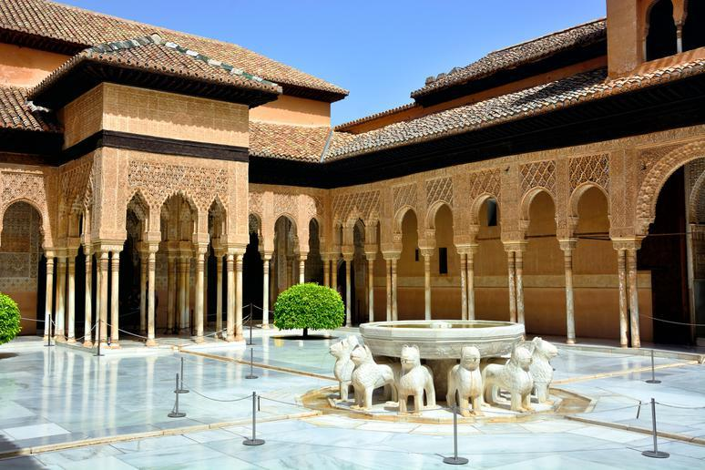 Appreciate the Alhambra in Granada