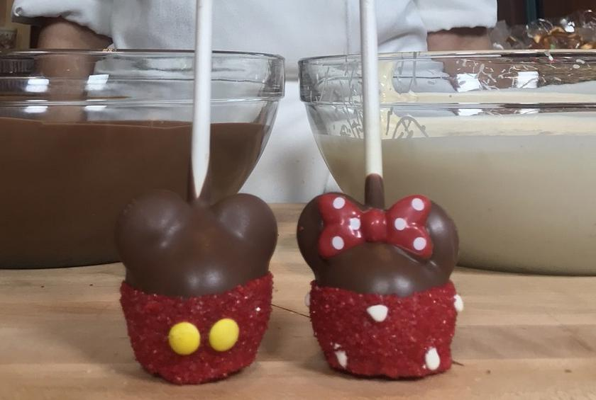How to Make Cake Pops Like a Disneyland Candymaker Mickey And Minnie Cake Pops Instructions