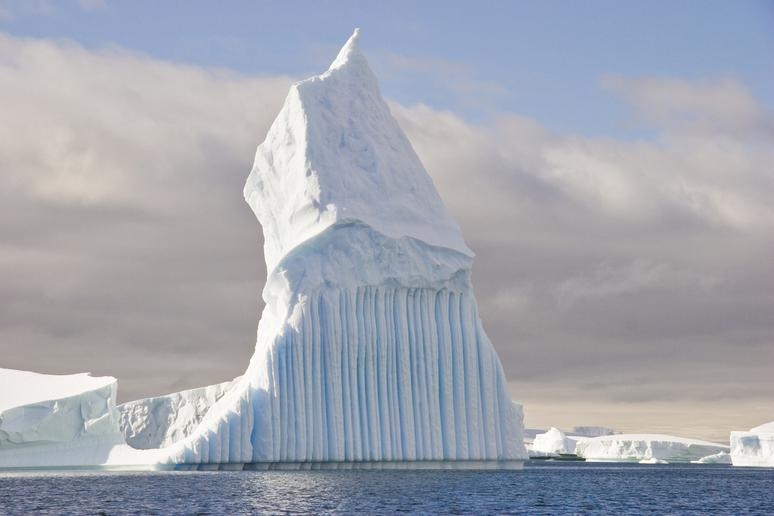 2. The iceberg was a 'blackberg'