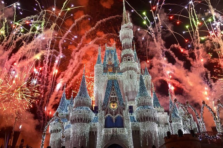 13 Disney Christmas Travel Tips Slideshow