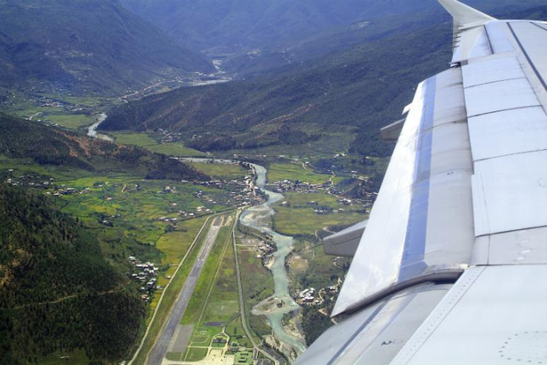 The Most Dangerous Airports in the - The Active Times